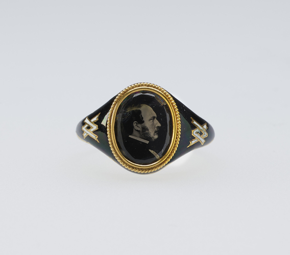 Mourning ring with a microphotograph of Prince Albert (1819-61)