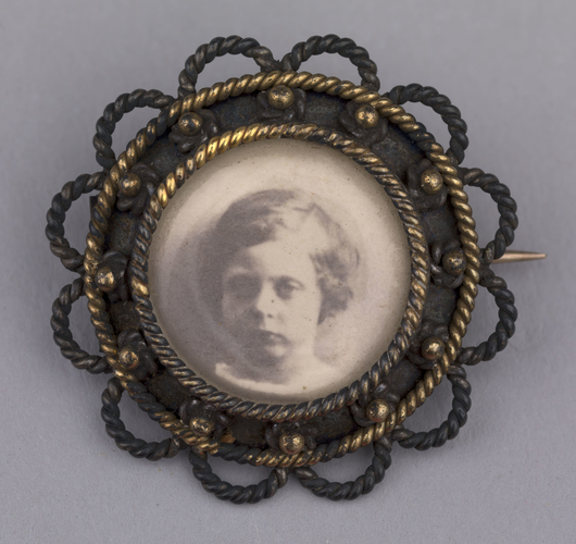 Brooch containing portrait of Prince Leopold