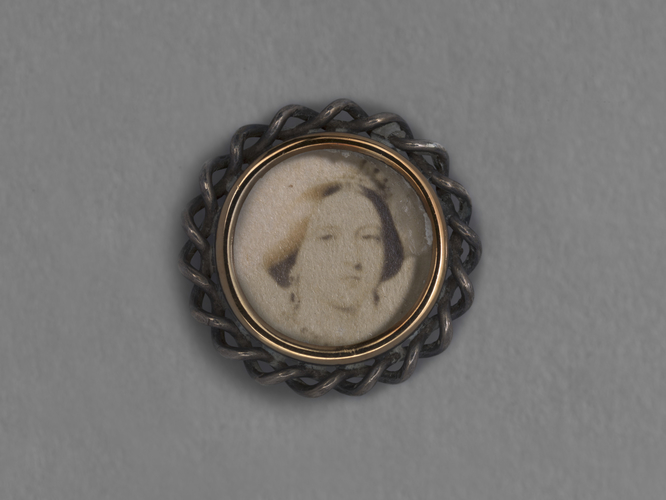 Item: Shirt stud with photograph of Queen Victoria